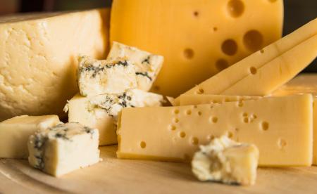 世界各国の厳選チーズを使用